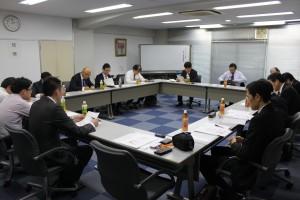 アゾ問題の解説を聞く政策委員会