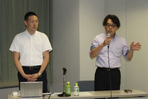 (一社)ニッセンケン品質評価センター西原克彦 繊維製品品質管理士(左)